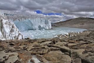 Vítimas do aquecimento global, as reservas glaciares da Cordilheira dos Andes começarão a desaparecer no decorrer dos próximos cinco anos. Se a projeção for daqui a dez anos, então é provável que desapareçam por completo não apenas as reservas andinas, mas as de praticamente todo o planeta.