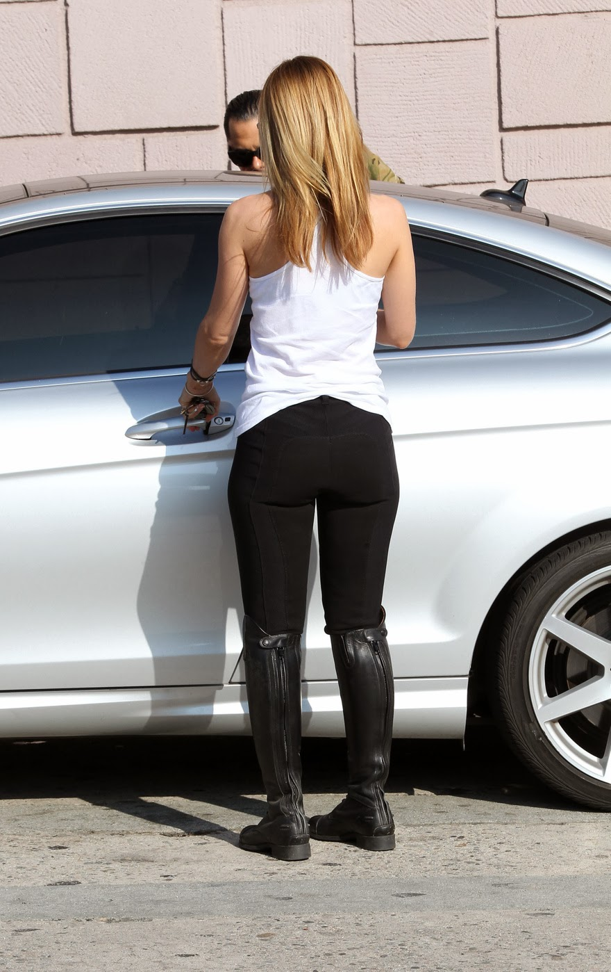 Mena Suvari's Booty Is Back