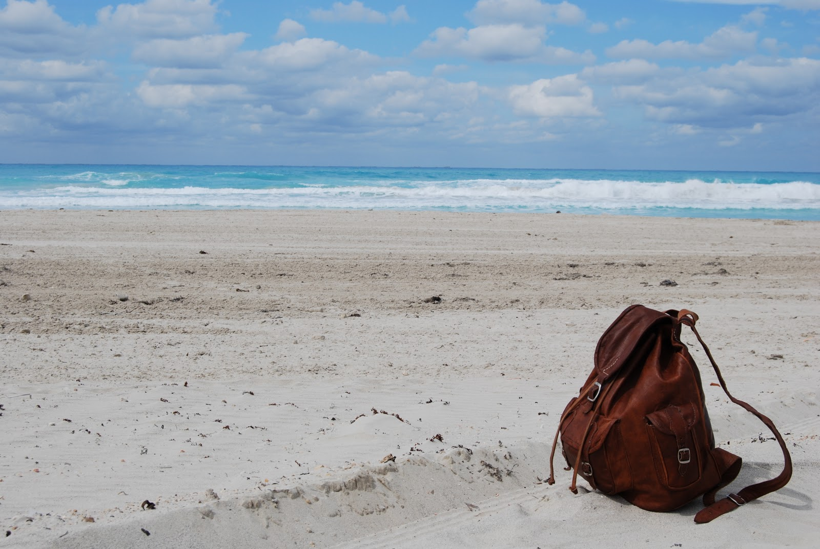 http://4.bp.blogspot.com/-b7CJQKzGRQg/TqLh1T1LrPI/AAAAAAAAEKQ/XDhn-tlWbAc/s1600/Beach.jpg
