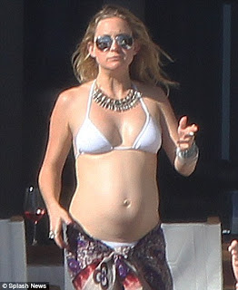 Kate Hudson in white bikini with a colourful sarong and beaded necklace in sexy bikini blog