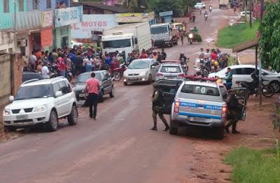 Ladrões foram trancados pela dona e presos pela policia militar.
