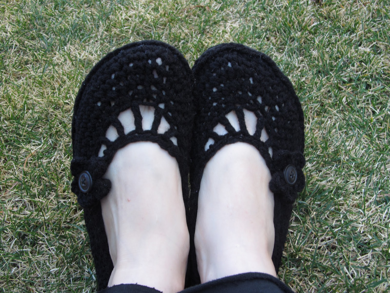 Crochet Patterns Using Flip Flops : A Crafty Cook: Flip Flop ? Crocheted Flat Tutorial