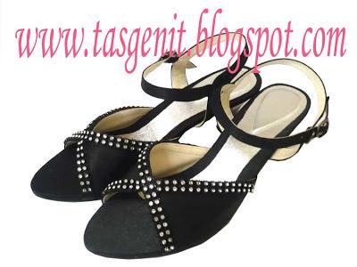 sandal pesta hitam
