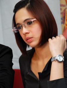 Nycta Gina Batasi Pekerjaan Demi Gelar Dokter Muda