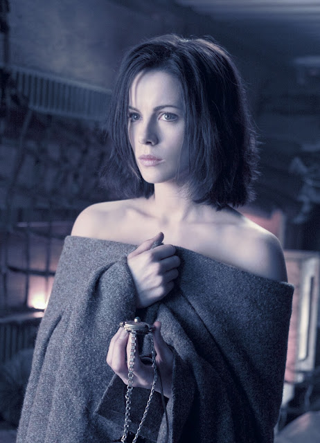 9 Hottest Vampires/Man-Eaters Females In Movies