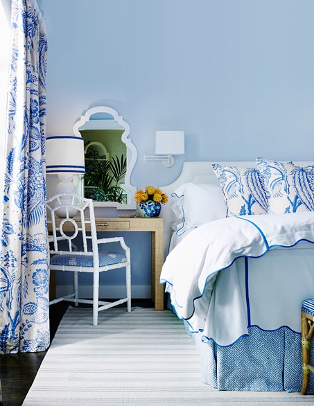 The glam pad beautiful blue and white bedrooms for Blue beach bedroom ideas