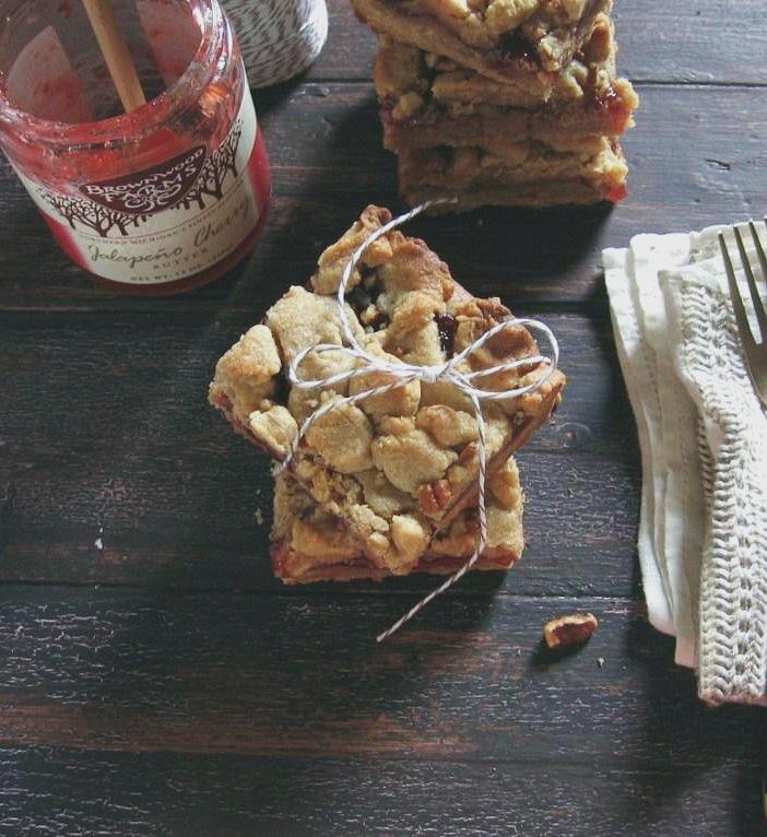 peanut butter and jalapeño cherry jam bars :: une gamine dans la cuisine