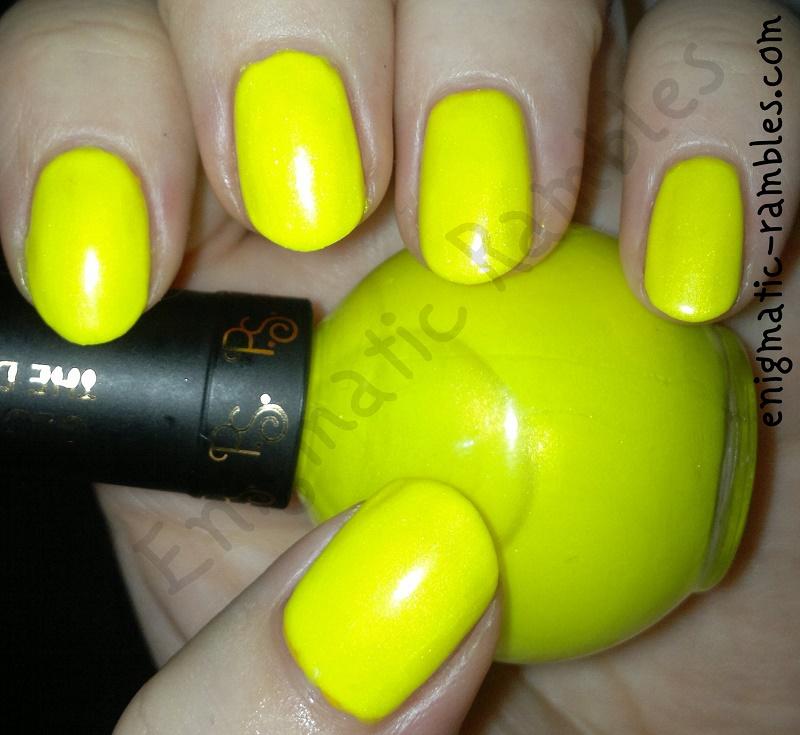 primark-ps-p.s-glow-in-the-dark-nail-polish-varnish-swatch-bottle