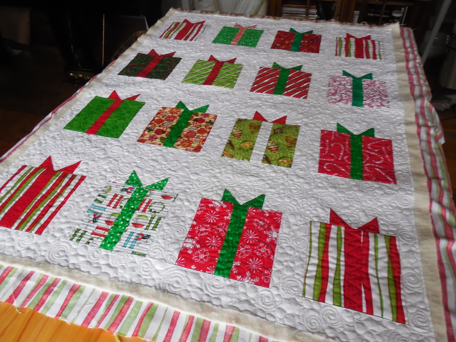 Tanderwen Quilts Tamoes Christmas Quilt And Myrtles Present Quilt