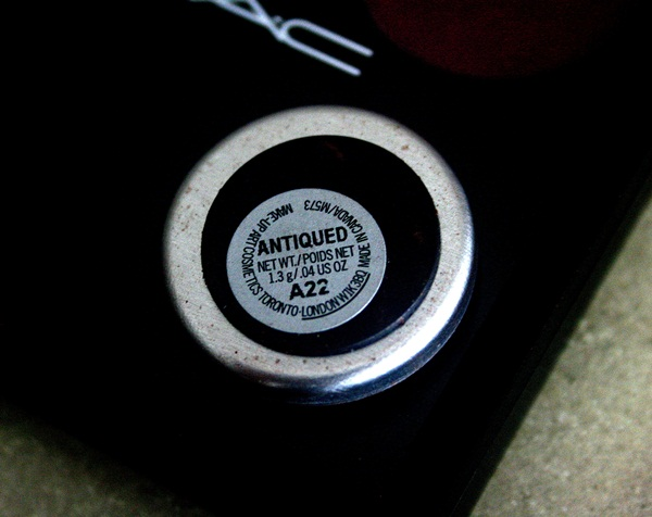 MAC Antiqued Eye Shadow Review