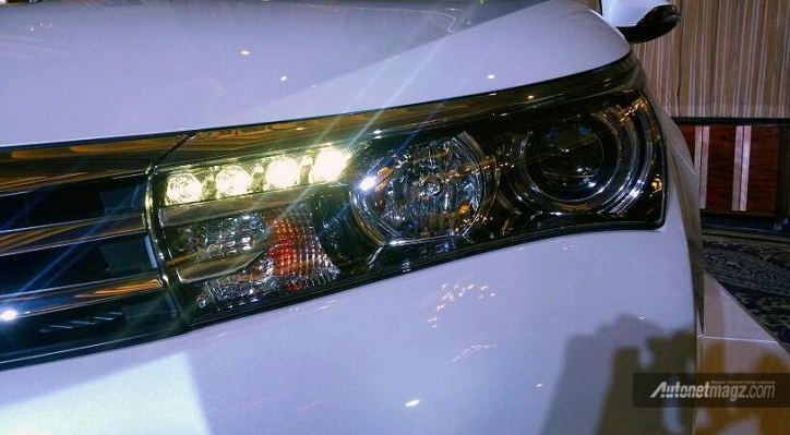Headlamp All New Corolla Altis 2014 dilengkapi LED DRL
