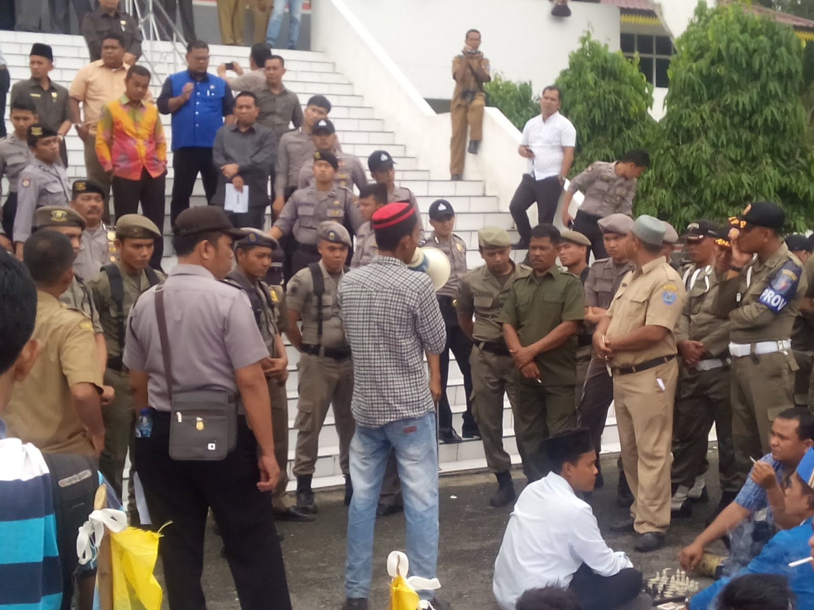 Suarakan Dugaan Pungli, Kelompok Cipayung Demo Bupati dan DPRD Labuhanbatu