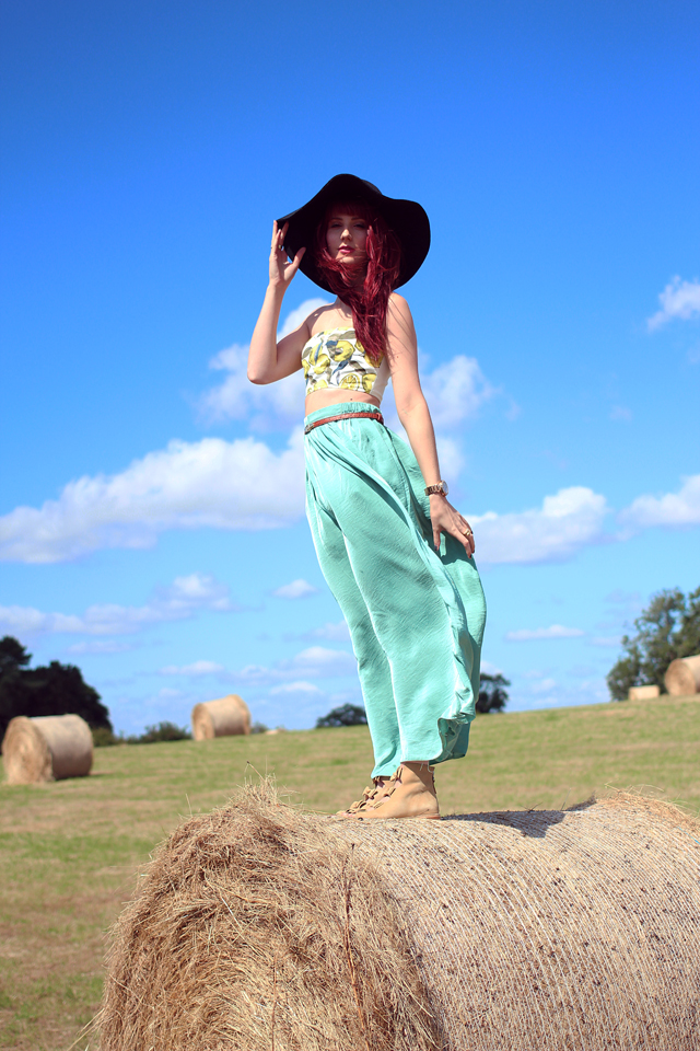 Fashion Blogger UK wearing summer clothing in the countryside