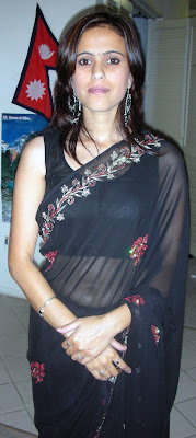 Indian aunty in transparent saree, navel showing bra showing, pallu