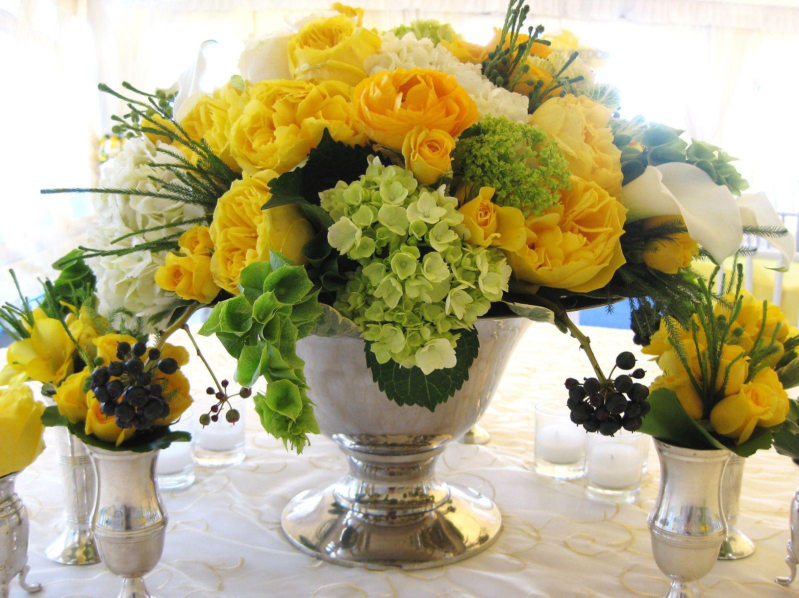 Fena flowers april 2012 for Yellow flower arrangements centerpieces