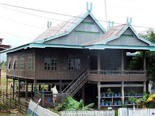rumah adat bugis 300x225 Gambar Rumah Adat Indonesia