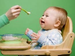 5 thời điểm cha mẹ không nên cho trẻ ăn