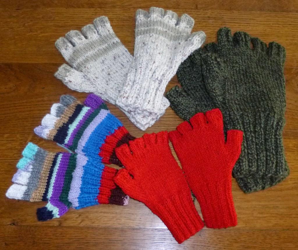 Comment tricoter des mitaines avec 4 aiguilles - Comment tricoter avec des aiguilles circulaires ...