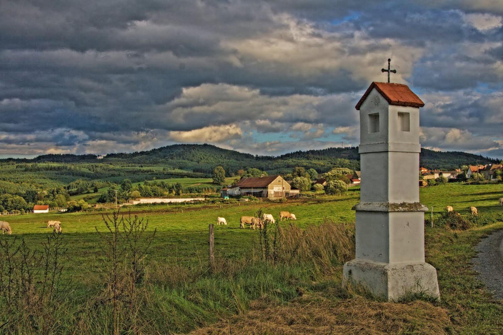 Boží Muka i vesnička