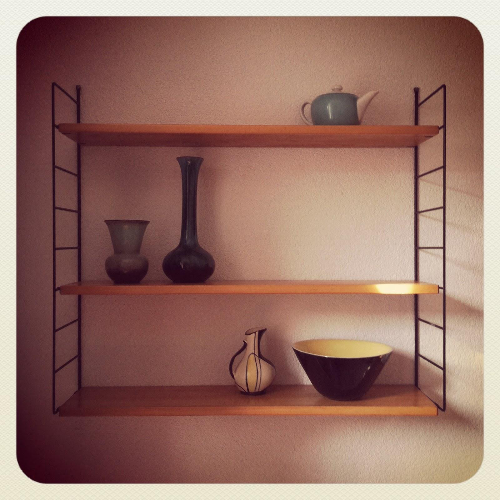 string regal verkauft le site des objets trouv s. Black Bedroom Furniture Sets. Home Design Ideas