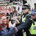 İngiltere polisinden protestoculara sert müdahale