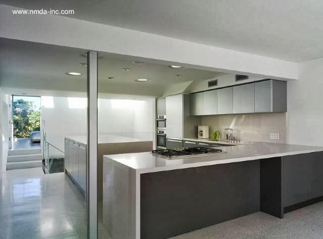 Cocina de la extensión vanguardista para una casa en California