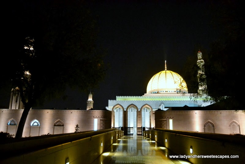 Sultan Qaboos Grand Mosque at night