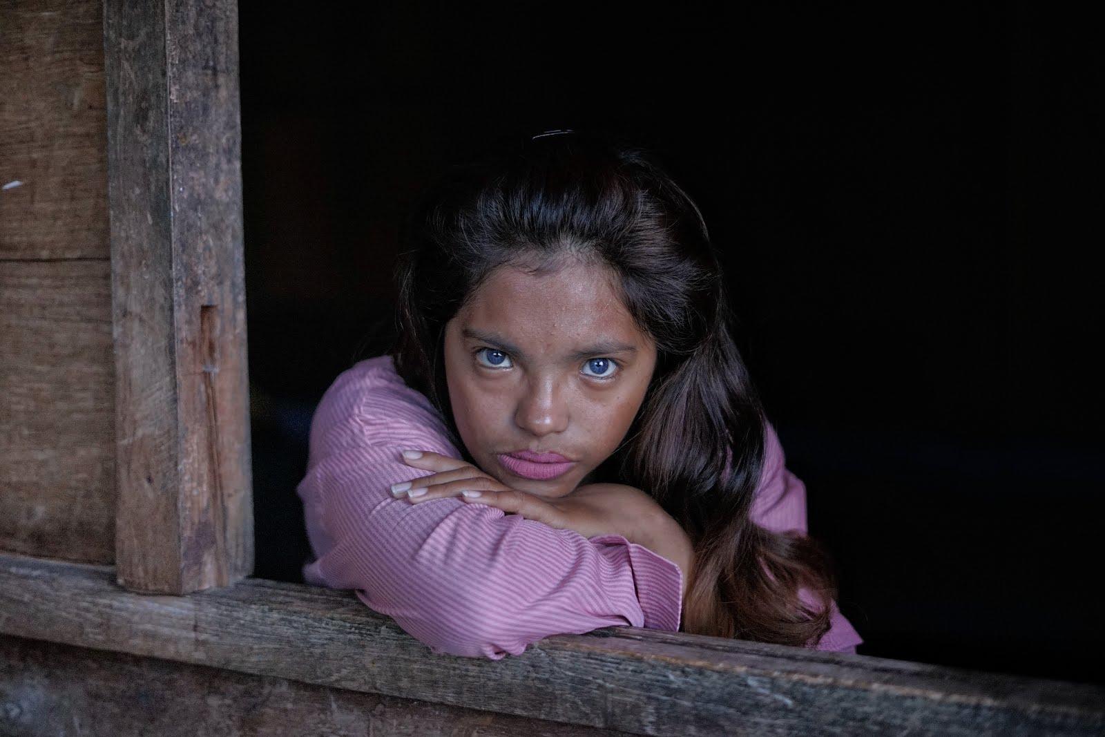 Gadis Mata Biru
