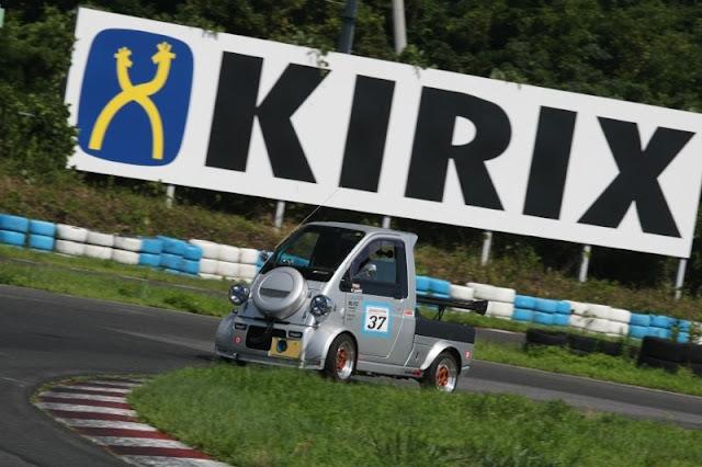 Daihatsu Midget II, ciekawe samochody, dziwne auta, ciekawostki, motoryzacja, sport, wyścigi, japońskie samochody