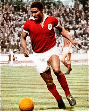 Eusébio é o 27º melhor marcador da história do futebol. Clique na foto e confira os 10 melhores: