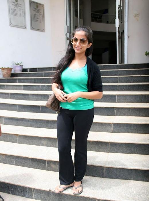 aasheekaa kick ileana sister glamour  images