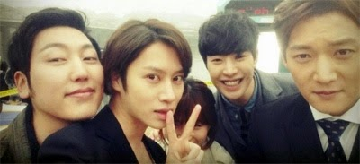 Hee Chul selfie that he posted, with Park Doo Shik, Lee Cho Hee, Park Min Woo and Choi Jin Hyuk.