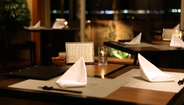 大海原を眺めながら至福のひとときをお過ごし下さい。絶景と日本古来の建築美、伊豆の旬の薫をお楽しみ頂けます。