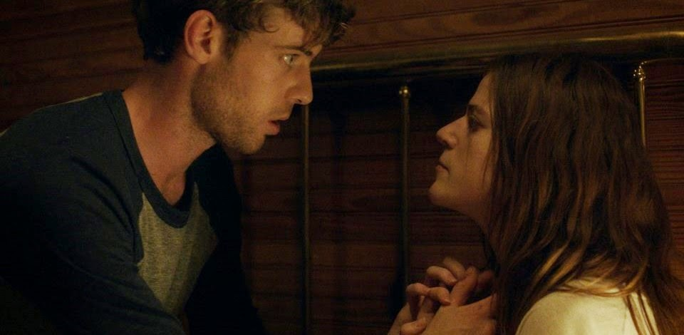 Harry Treadaway e Rose Leslie no trailer do terror sobrenatural Honeymoon