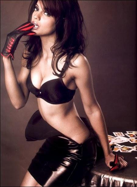 Mughda Godse hot nude pics bra panty