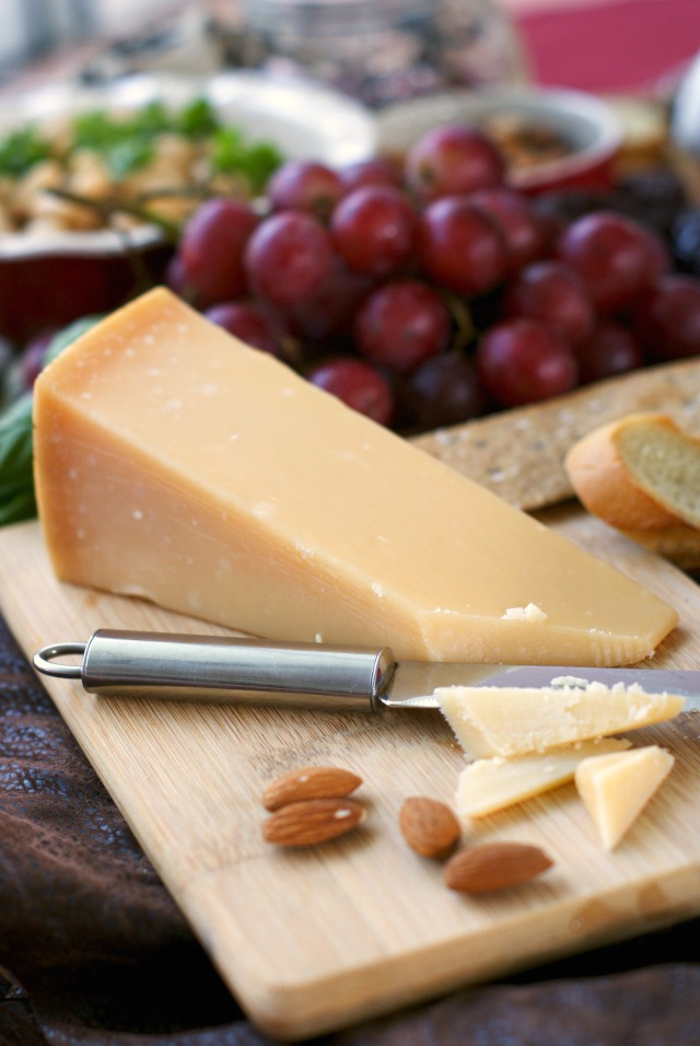 How to Make the Ultimate Cheese Board | thetwobiteclub.com