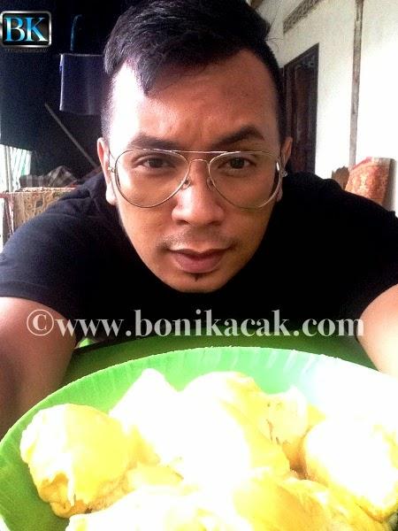 durian batu kurau, gambar-gambar durian batu kurau, kelazatan durian batu kurau, durian di batu kurau, durian batu kurau sedap, durian kampung yang sedap, durian asli yang sedap,