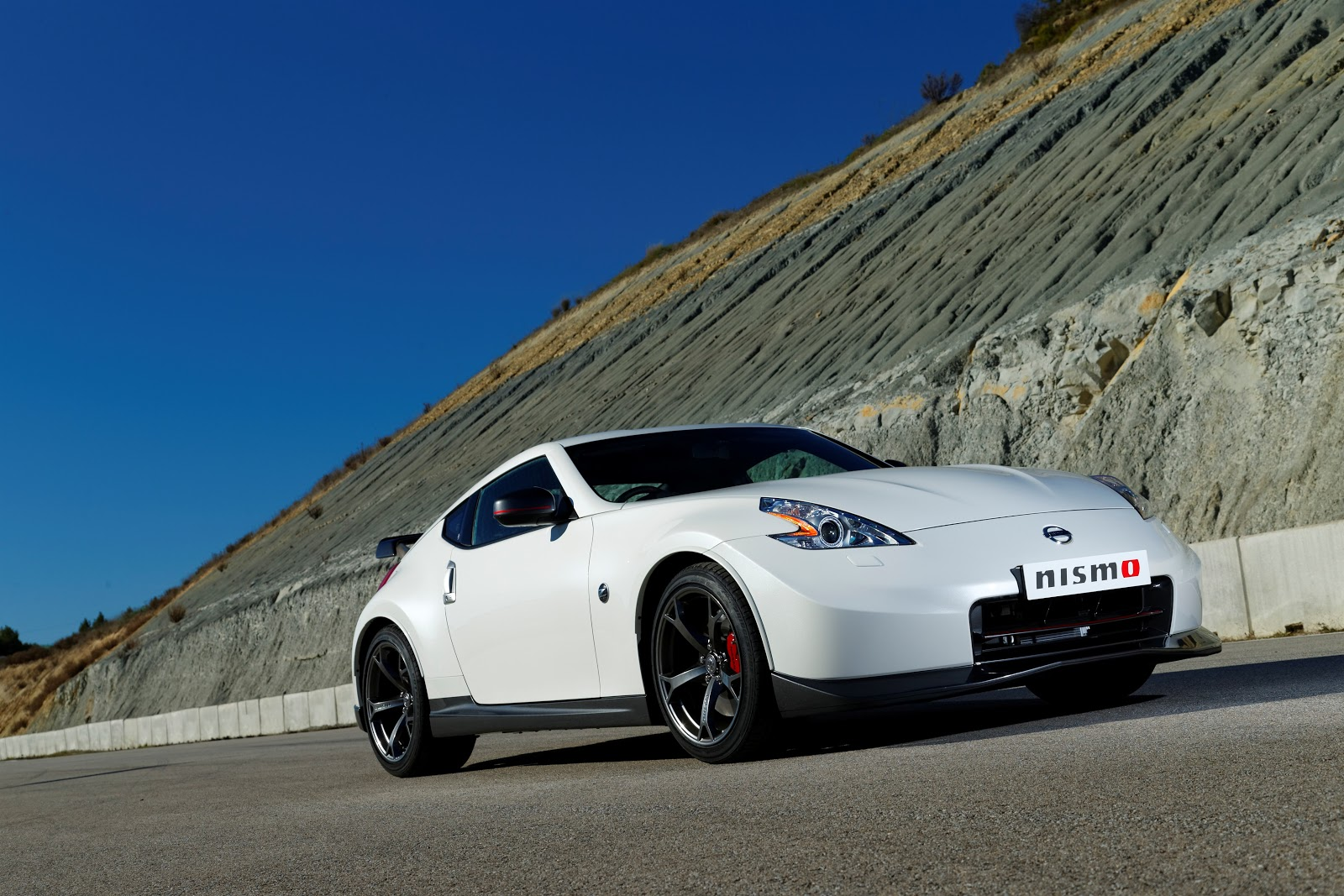 The 370Z Nismo Uses A Tuned Version Of The 370Zu0027s 3.7 Litre V6, Which  Produces 339bhp And Does 0 62mph In 5.2 Seconds. The Major Changes To The  Engine ...