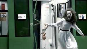 Menina fantasma ataca no metrô