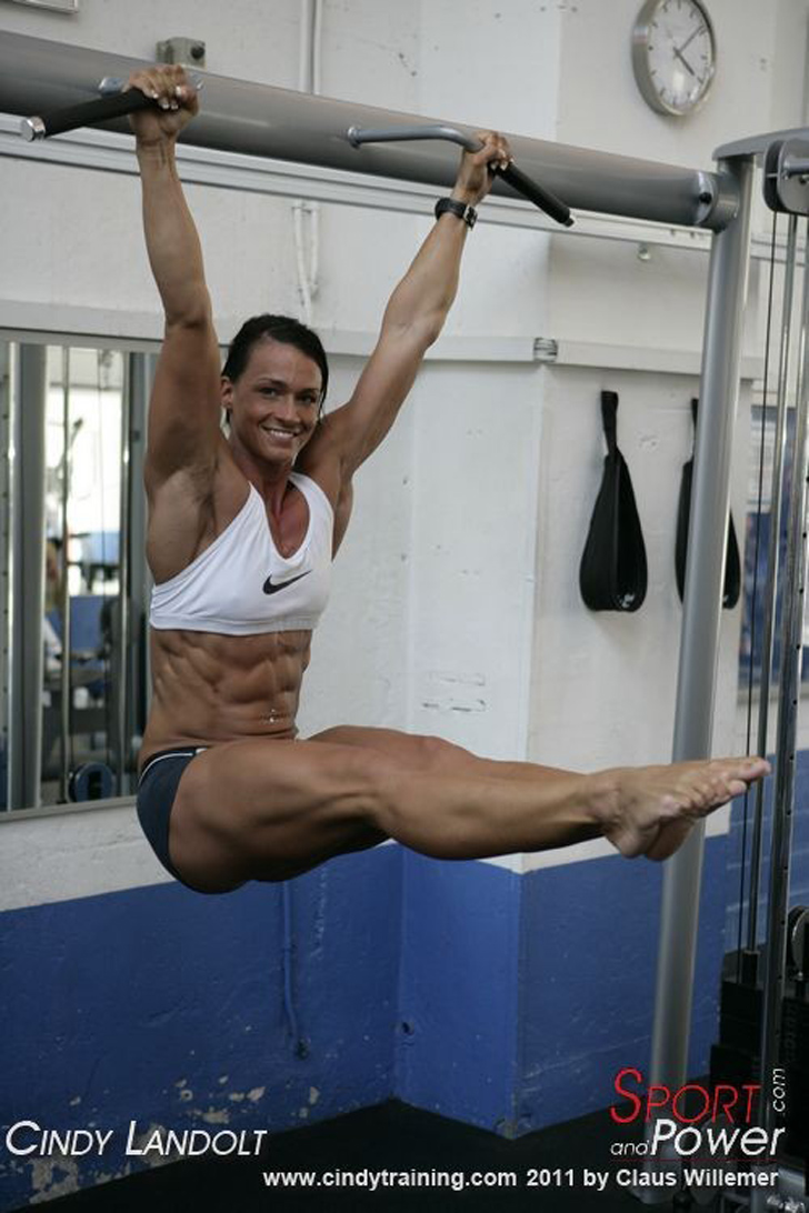 Cindy Landolt Works Out Her Ripped Abs In the Gym