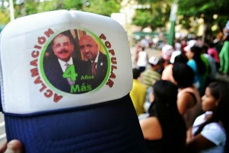De fiesta Nolio De León, Movimiento Aclamación Popular 4 años más reelección Danilo Medina