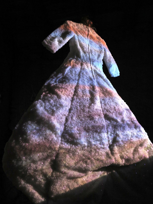 """""""la pêcheresse"""" 2018 robe de sel, vidéo"""