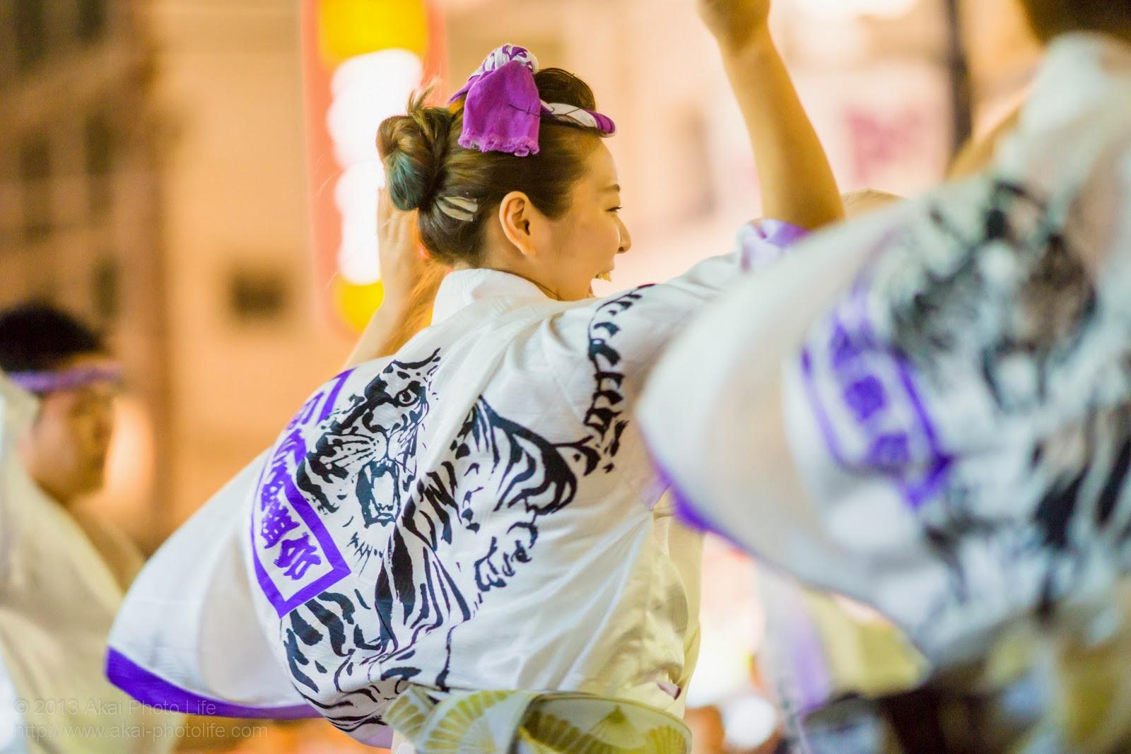 初台阿波おどり、初台連の女性による男踊り