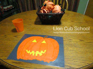 http://lioncubschool.blogspot.com/2013/11/easy-placemats.html