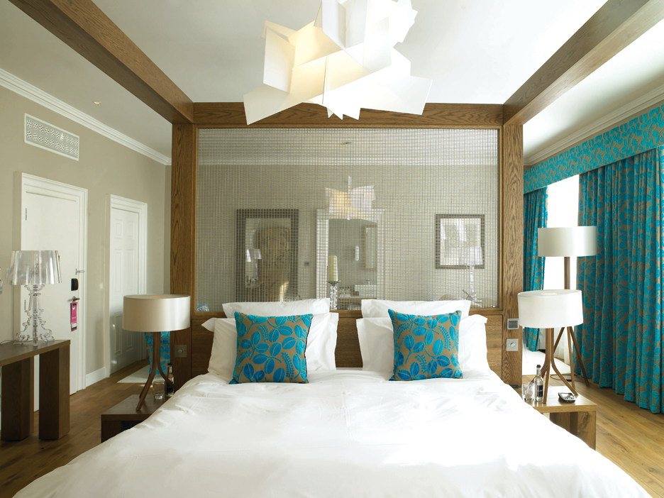 Beautiful abodes using teal for Teal bedroom designs