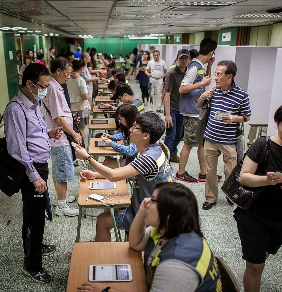 Referendo informal pelo sufragio universal em Hong Kong vituperado por Pequim