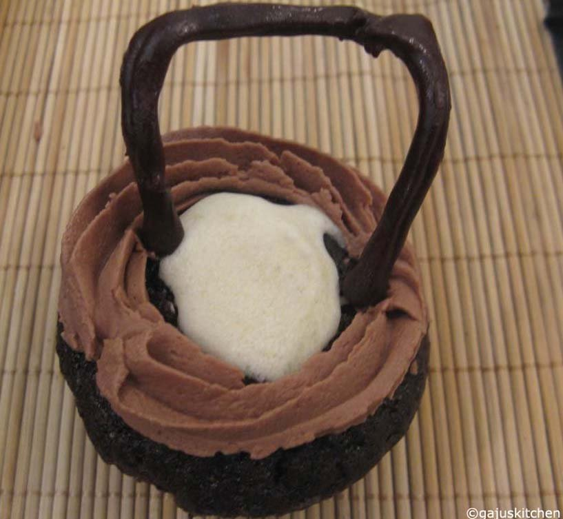 Cauldron cake
