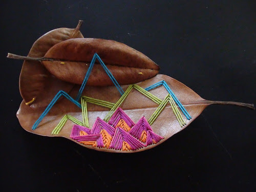Misako mimoko embroidering a forest bordando el bosque