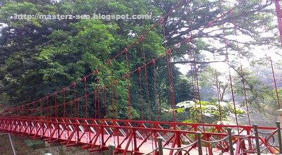 jembatan gantung merah