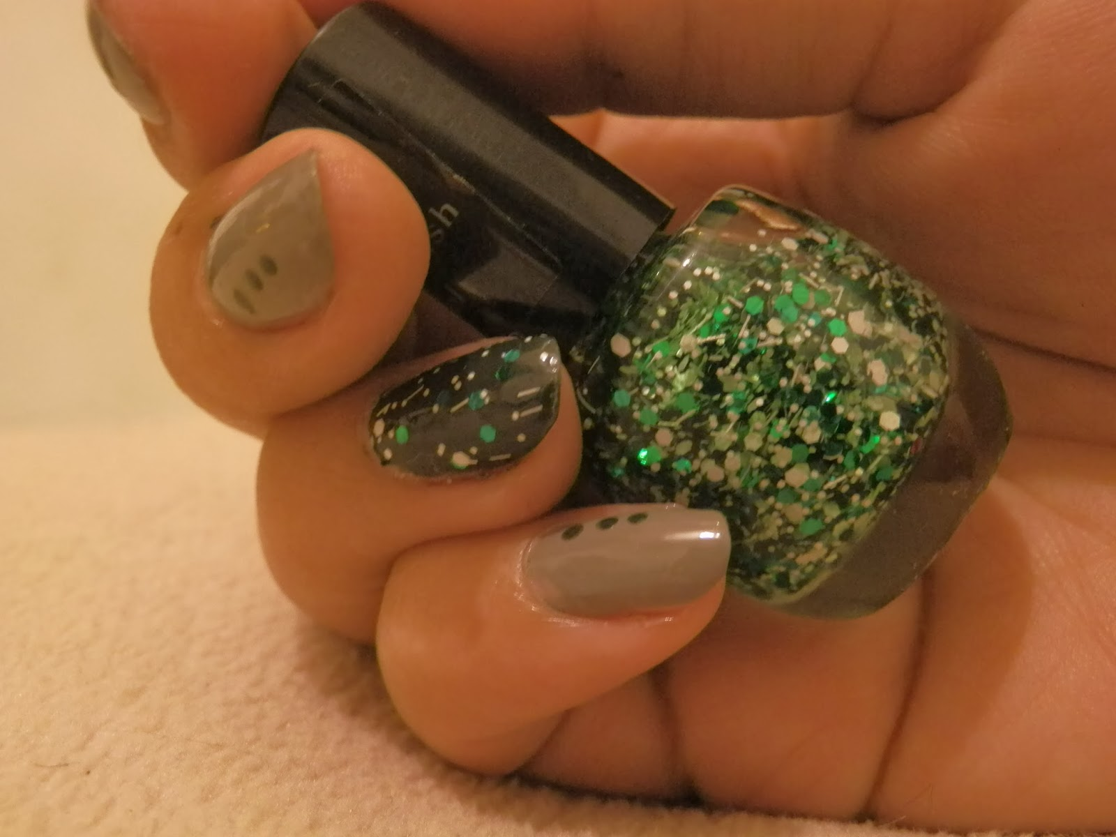 green_glitter _indie_nail_polish